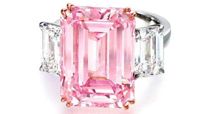 Поистине роскошное кольцо. \ Фото: jesusdaily.com.