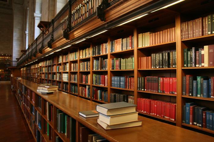 У него невероятно огромная библиотека. \ Фото: flickr.com.