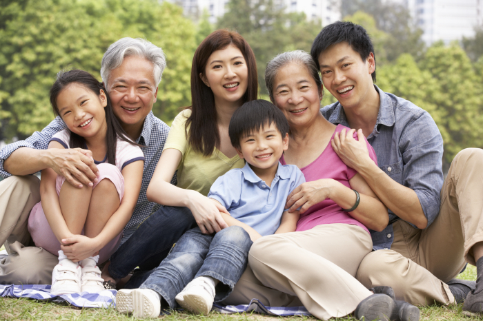 Каждый китаец обязан заботиться о своих пожилых родителях. \ Фото: family.lovetoknow.com.