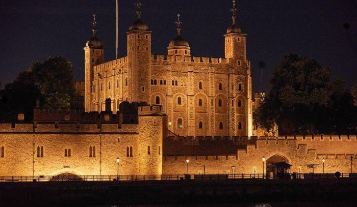 Ночной вид на Белую башню в лондонском Тауэре. \ Фото: foxnews.com.