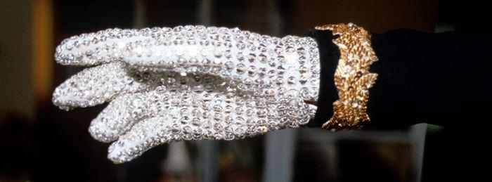 Легендарная перчатка короля поп-сцены. | Фото: cips.org.