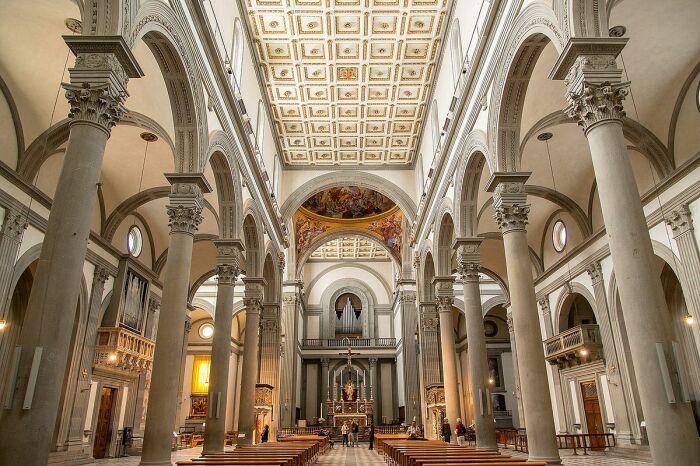 Базилика Святого Лаврентия — одна из самых больших и старейших церквей Флоренции, Италия. \ Фото: fr.m.wikipedia.org.