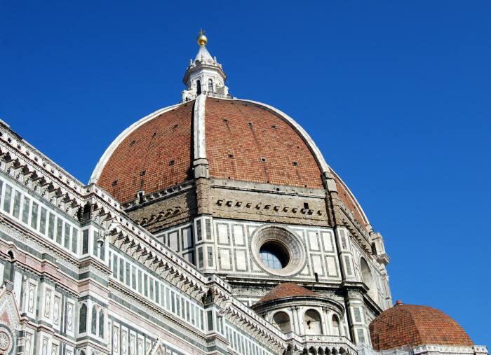 Собор Санта-Мария-дель-Фьоре — кафедральный собор во Флоренции, самое знаменитое из архитектурных сооружений флорентийского кватроченто. \ Фото: cmimagazine.it.
