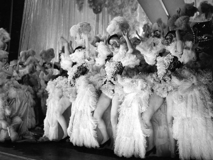 Перья и легкомыслие в одном флаконе. Shou Girls, или зрелищные постановки с полуобнажёнными девицами в кабаре «Фоли-Бержер», 1918 - 1937 гг.