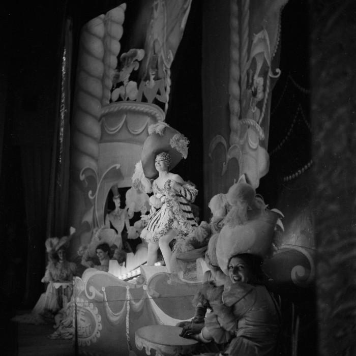 Шоу продолжается. Shou Girls, или зрелищные постановки с полуобнажёнными девицами в кабаре «Фоли-Бержер», 1918 - 1937 гг.