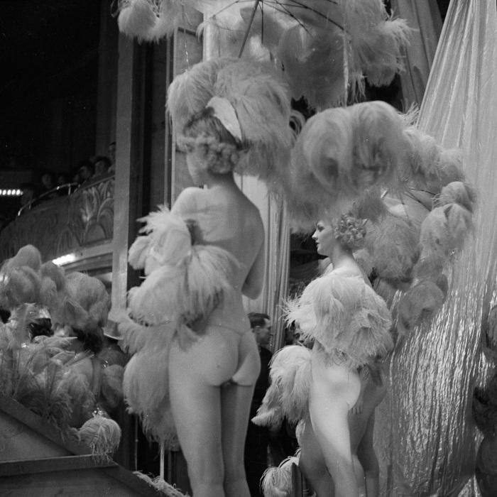 Девушки перед выходом на сцену. Shou Girls, или зрелищные постановки с полуобнажёнными девицами в кабаре «Фоли-Бержер», 1918 - 1937 гг.