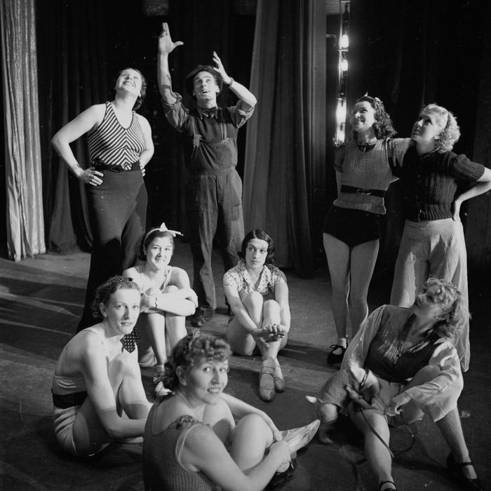 За кулисами. Shou Girls, или зрелищные постановки с полуобнажёнными девицами в кабаре «Фоли-Бержер», 1918 - 1937 гг.
