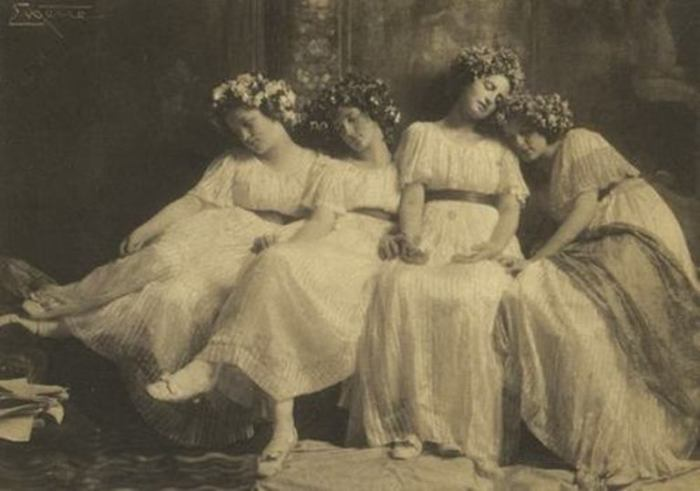 Дремлющие девы, 1900 год. Автор: Frank Eugene.