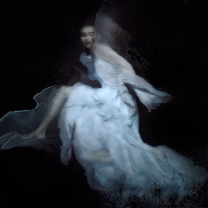 Белое платье. Автор: Gabriele Viertel.