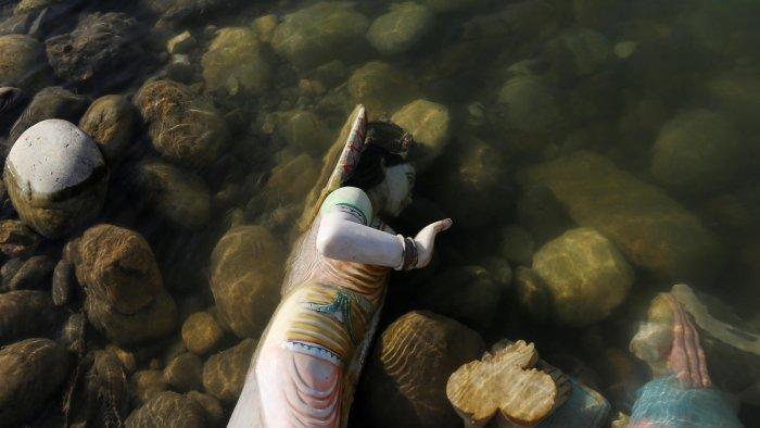 Кристально чистые воды священного Ганга. \ Фото: n-tv.de.