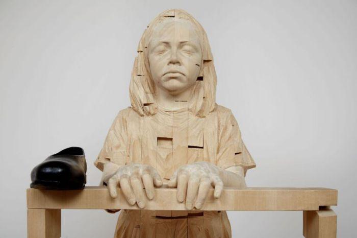 Реалистичные скульптуры детей из дерева. Автор: Gehard Demetz.