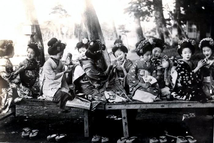 Майко - ученицы гейш в повседневной жизни, 1920 год.