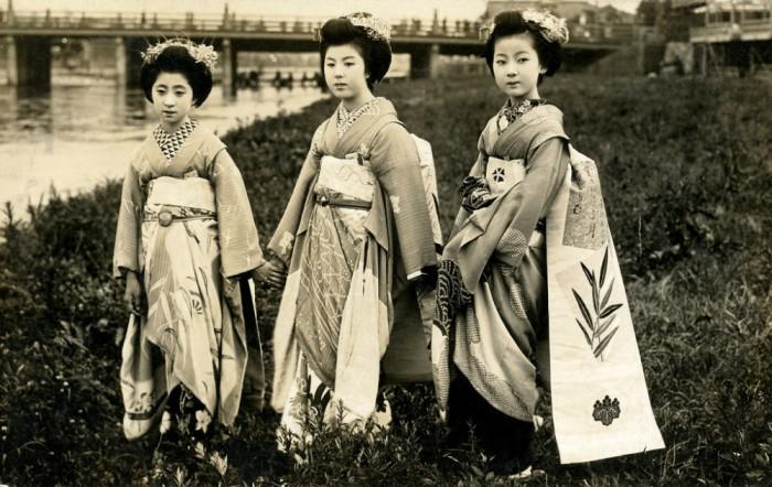 Юные ученицы гейш, 1920 год.