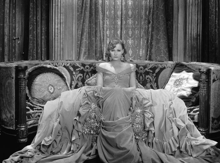 Роскошная Грета Гарбо (Greta Garbo). Автор фото: George Hurell.