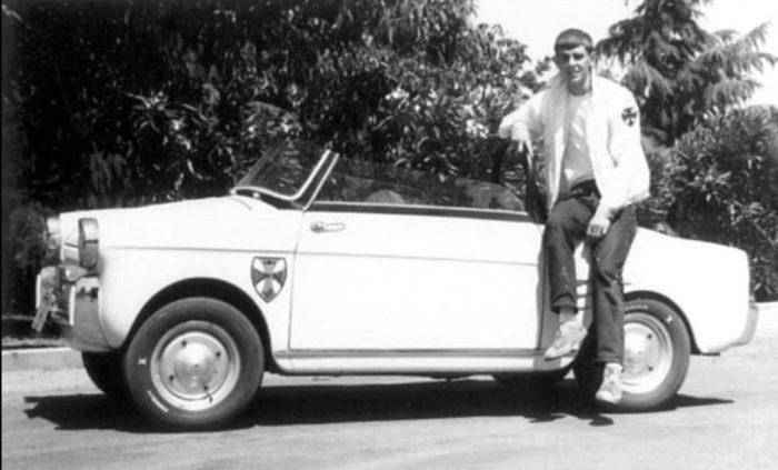 Джордж Лукас и его пока ещё целый автомобиль. \ Фото: google.com.ua/