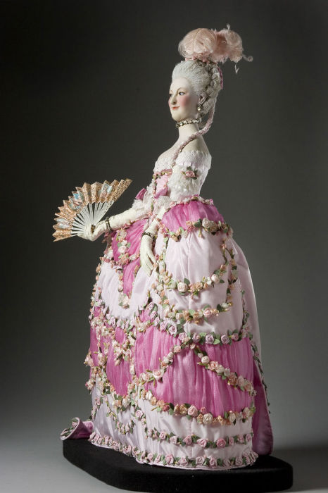 Мария-Тереза-Луиза де Савойя-Кариньян, принцесса де Ламбаль — французская аристократка, подруга королевы Марии-Антуанетты. Автор: George Stuart.