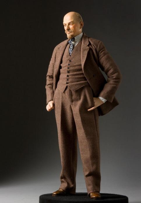 Владимир Ильич Ленин (настоящая фамилия Ульянов). Автор: George Stuart.