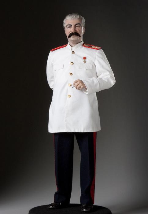 Иосиф Виссарионович Сталин — советский государственный, политический, партийный и военный деятель. Автор: George Stuart.