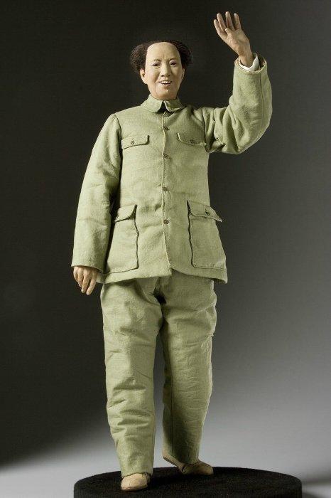 Мао Цзэдун (1893 — 1976 гг.) — китайский государственный и политический деятель XX века, главный теоретик маоизма. Автор: George Stuart.