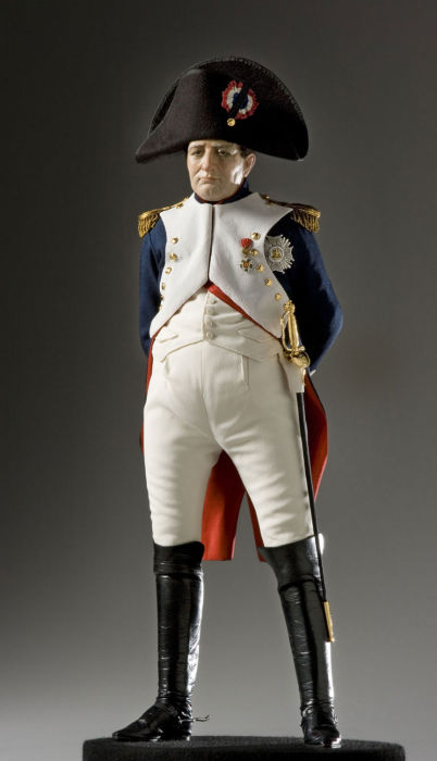 Наполеон I Бонапарт — император французов в 1804—1815 годах, французский полководец и государственный деятель, заложивший основы современного французского государства. Автор: George Stuart.