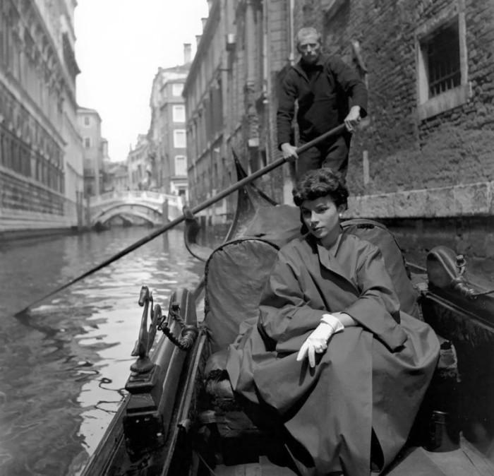 Прогулка на гондоле. Автор: Georges Dambier.