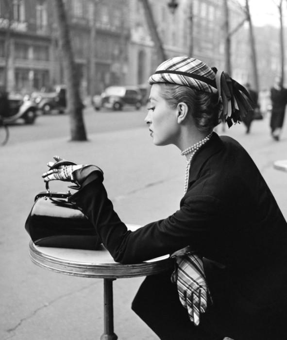 За столиком... Автор: Georges Dambier.
