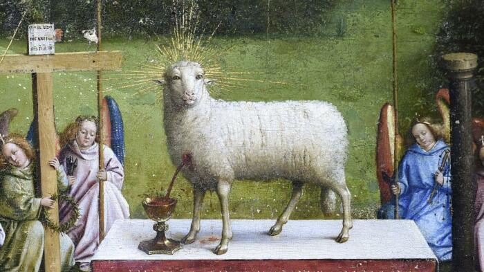 Деталь: Агнец, стоящий рядом с деревянным крестом, Гентский алтарь, Ян ван Эйк. \ Фото: thetimes.co.uk.