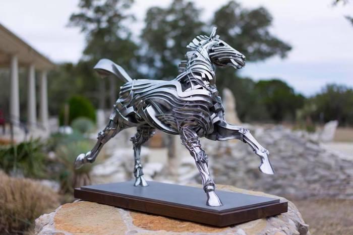 Лошадь Георгия. Автор: Gil Bruvel.