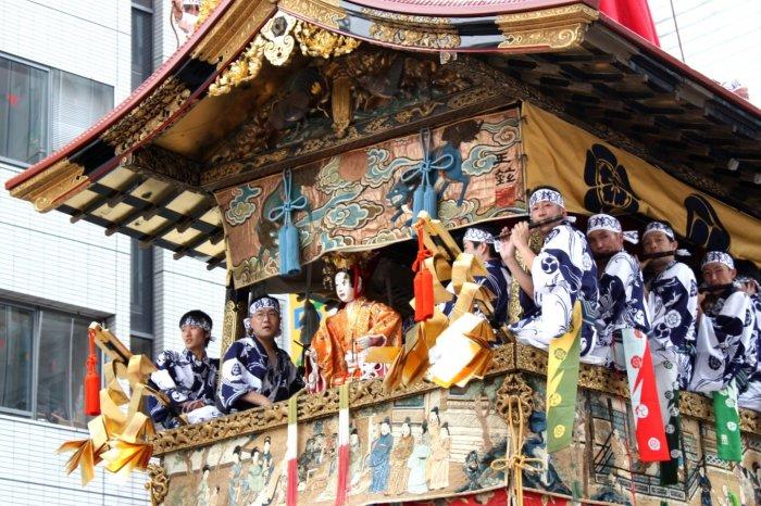 Праздник на улицах Гиона. \ Фото: en.japantravel.com.