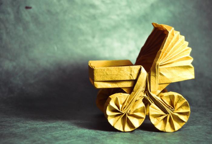 Искусство оригами: коляска. Мастер оригами: Гонсало Гарсия Кальво (Gonzalo Garcia Calvo).