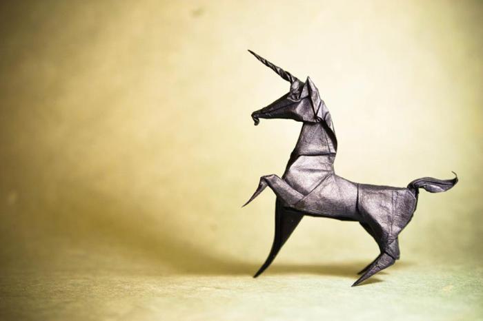 Единорог. Мастер оригами: Гонсало Гарсия Кальво (Gonzalo Garcia Calvo).