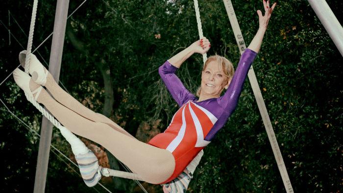 Бэтти - одна из самых старейших артисток, выступающая на летающих трапециях.