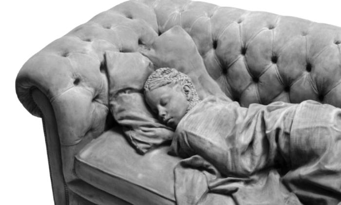 Спящая девочка. Автор: Hans Op de Beeck.