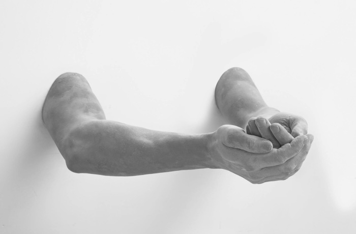 Руки. Автор: Hans Op de Beeck.