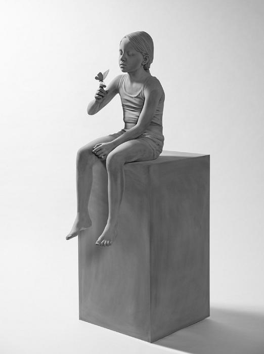 Татьяна с бабочкой. Автор: Hans Op de Beeck.