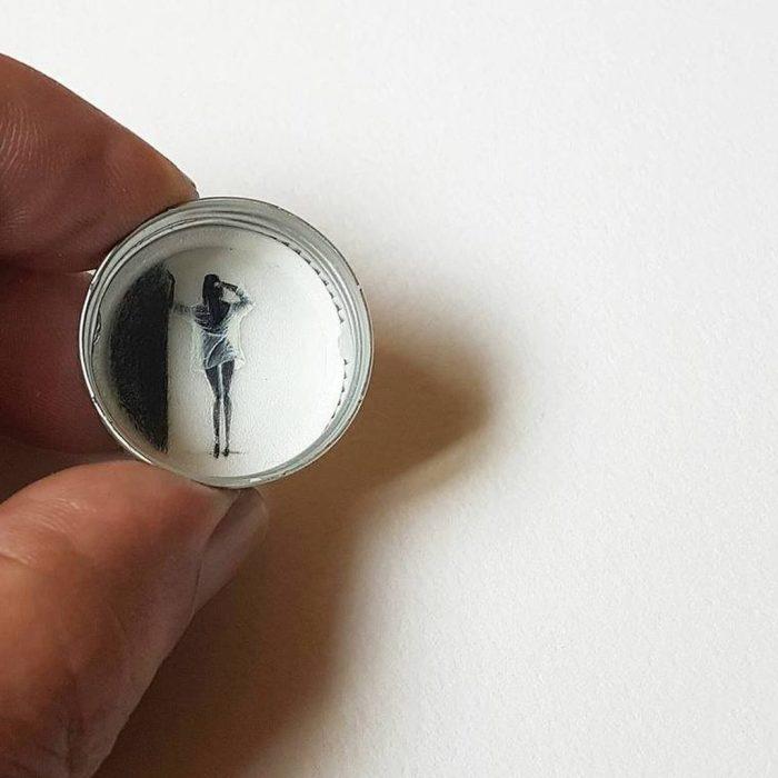 Девушка в белом. Автор: Hasan Kale.