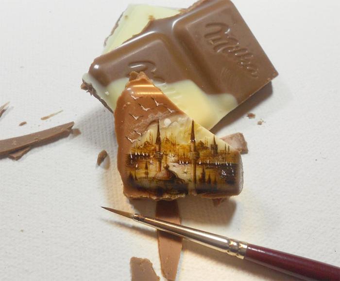 Художник создаёт миниатюрные копии мировых шедевров на головках спичек, фисташках и прочей мелочи