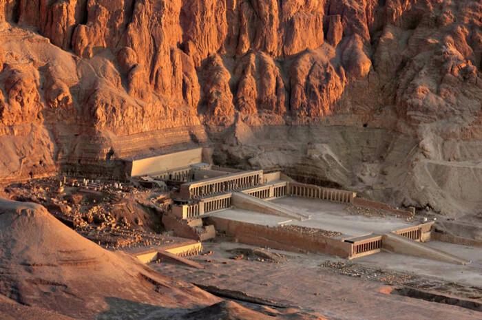 Погребальный храм Хатшепсут в Дейр-эль-Бахри. \ Фото: meravando.de.