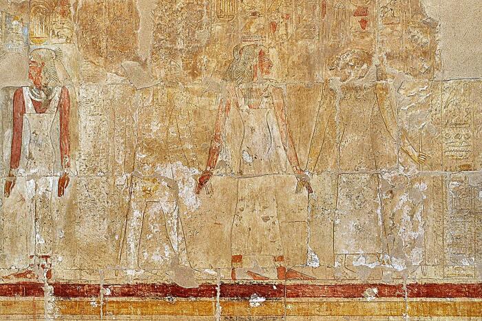 Сцена из Зала рождения из Погребального храма Хатшепсут. \ Фото: bellabs.ru.