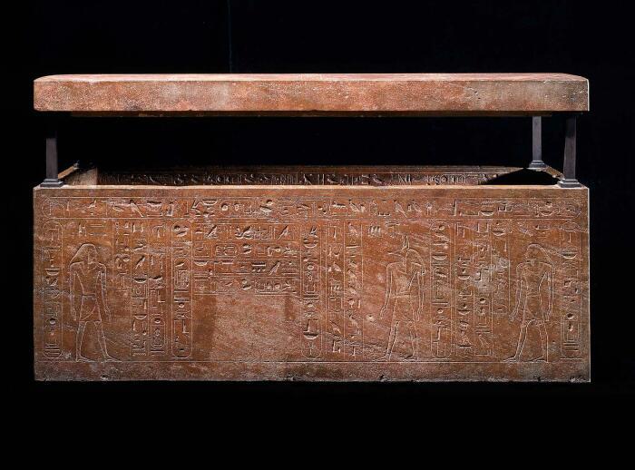 Саркофаг царицы Хатшепсут, но вырезанный царицей для погребения её отца, 1473-1458 гг. до н. э. \ Фото: flipboard.com.
