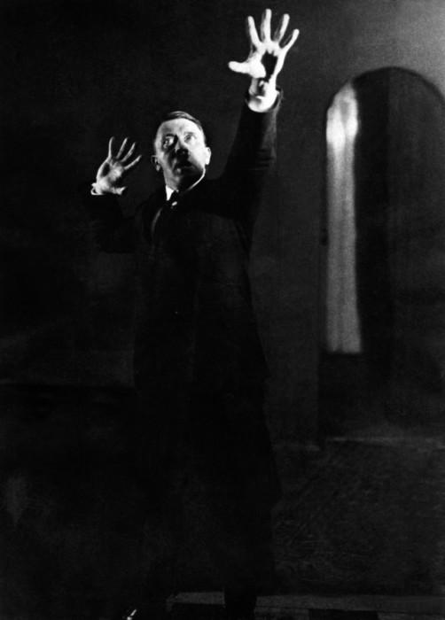 Великий фюрер Адольф Гитлер. Автор фото: Генрих Гофман (Heinrich Hoffmann).