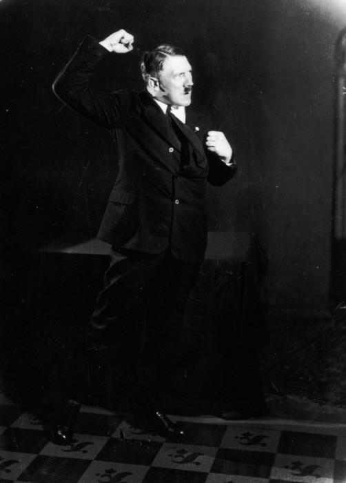 Редкие кадры Гитлера во время репетиций. Автор фото: Генрих Гофман (Heinrich Hoffmann).