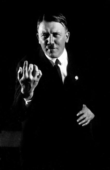 Превосходный оратор Адольф Гитлер. Автор фото: Генрих Гофман (Heinrich Hoffmann).