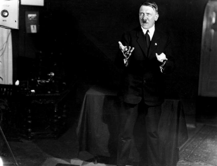 Своим ораторским мастерством, он покорял сотни тысяч слушателей. Автор фото: Генрих Гофман (Heinrich Hoffmann).