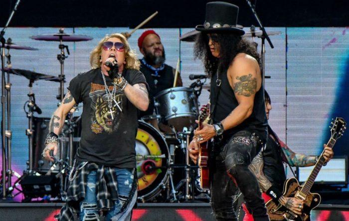 Легендарные Guns N' Roses. \ Фото: nme.com.