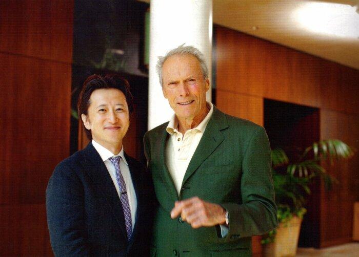 Хирохико Араки и Клинт Иствуд. \ Фото: twitter.com.