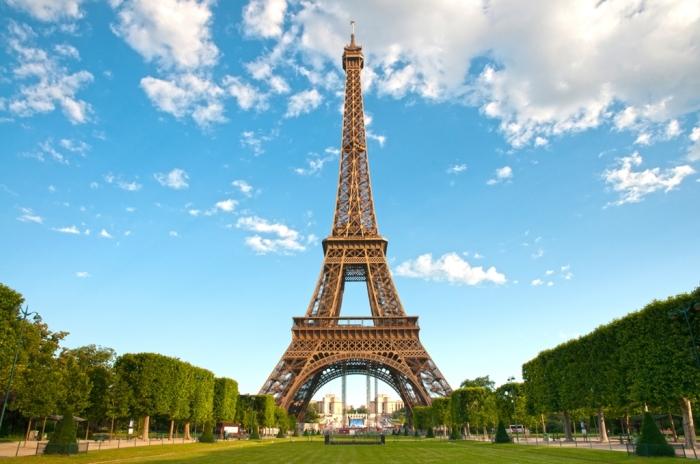 Главная достопримечательность Парижа в наши дни. \ Фото: detente-croisiere.com.