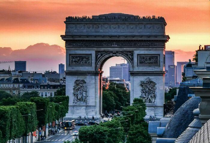 Триумфальная арка наши дни. \ Фото: google.com.