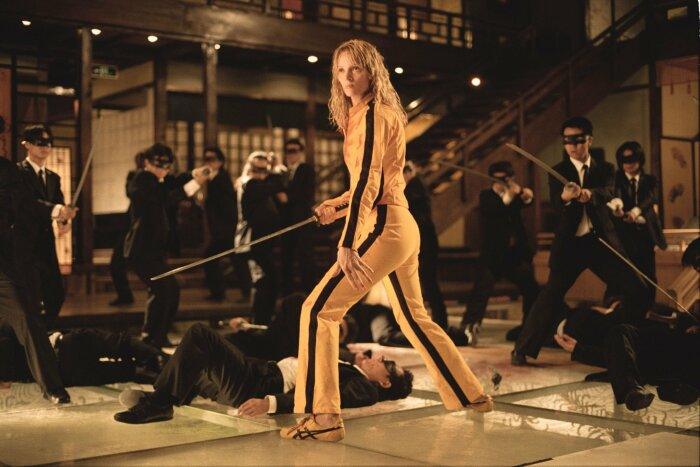 Ума Турман: Кадр из фильма «Убить Билла» и её жёлто-чёрные кроссовки Asics. \ Фото: nzherald.co.nz.