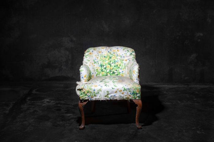 Былые времена. Фото-проект «А что, если бы мебель стала людьми?». Автор фото: Horia Manolache.